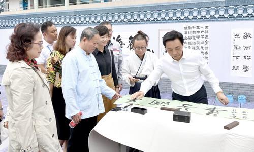 最新图片新闻:新城小学翰墨迎军运书香沁新城活动精彩纷呈